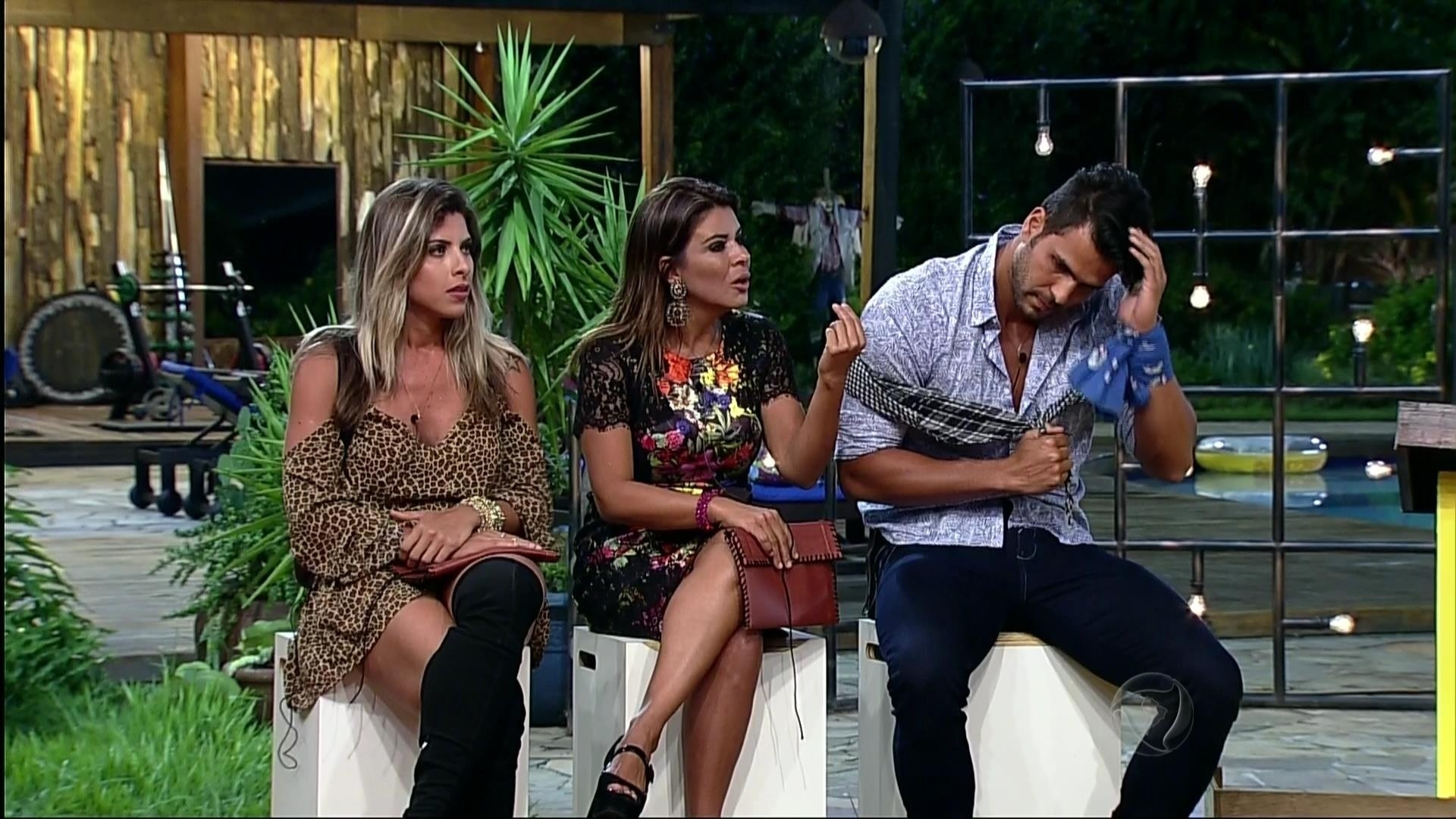 24.nov.2015 -Ana Paula Minerato, Mara Maravilha e Marcelo Bimbi se enfrentarão na prova do fazendeiro