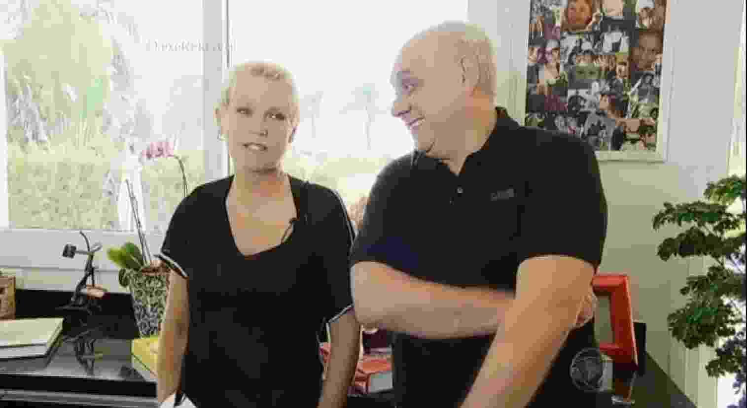 """18.jan.2015 - Xuxa visita a casa de Marcelo Rezende e revela que sempre foi traída pelos seus ex-namorados. """"Agora acho que arrumei um que não vai me trair. E também se trair, olha, eu estou com 52 anos...Não dá com 52 anos para você ficar arrumando pessoas que ficam nesse 'joguinho'"""", desabafa a apresentadora - Reprodução /Record"""