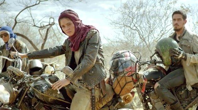 Sophie Charlotte como Severina em cena do filme de ação nacional