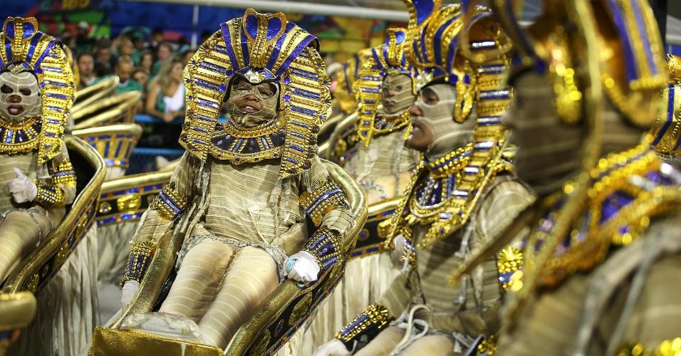9.fev.2016 - Uma das alas da Portela representou o Egito Antigo