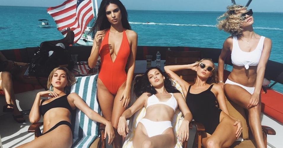Haley Baldwin, Bella Hadid e Emily Ratajkowski, chamadas Instagram Models, durante férias nas Bahamas