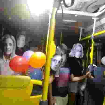 Grupo usava máscara com o rosto de várias malvadas das novelas - Reprodução/Facebook/Átila Frank - Reprodução/Facebook/Átila Frank