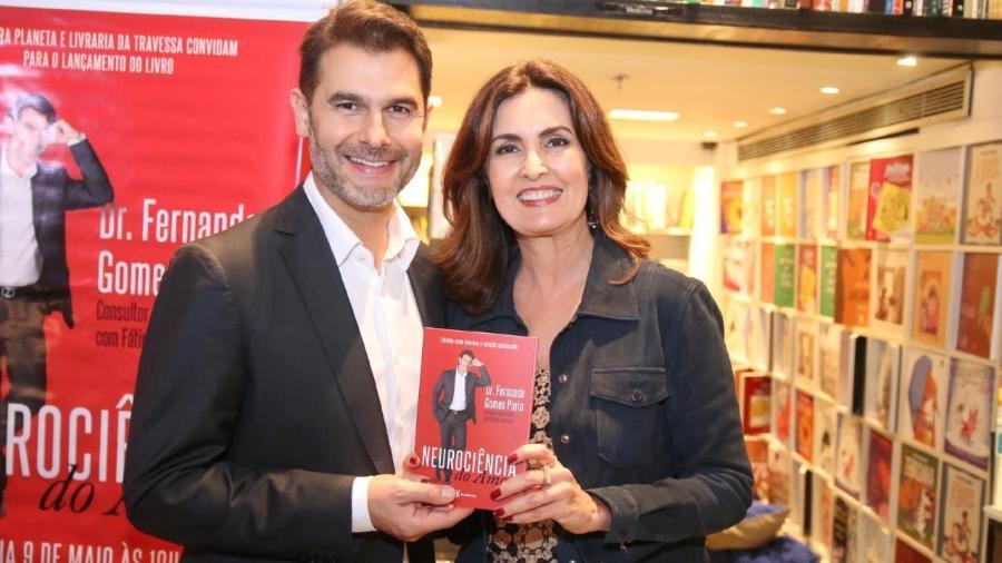 """Fátima Bernardes prestigia o lançamento do livro """"Neuriciência do Amor"""", do médico e consultor do """"Encontro"""" Fernando Gomes Pinto no Rio  - Ag.News"""