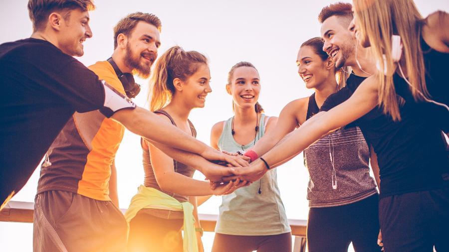 Praticar esportes com a equipe ajuda a melhorar a convivência - iStock