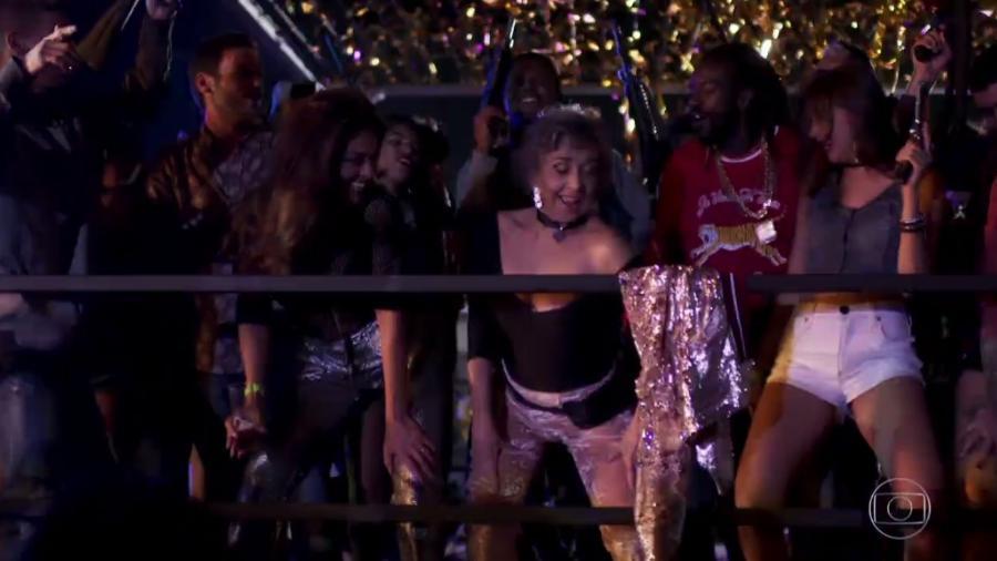 """Bibi (Juliana Paes) e Elvira (Betty Faria) dançam funk em """"A Força do Querer"""" - Reprodução/TV Globo"""