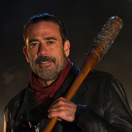 Negan se prepara para usar Lucille em cena de The Walking Dead - Divulgação