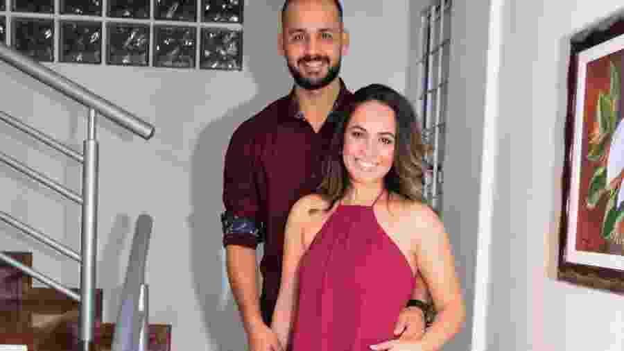 Barbara Campos Moraes e o noivo, Leandro; os dois estão à espera do primeiro filho e se casam em 2018 - Arquivo pessoal