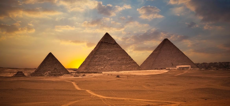 As Pirâmides de Gizé - iStock