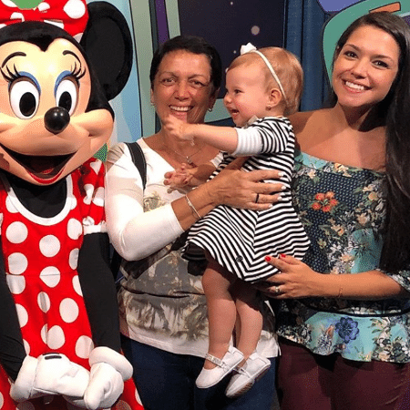 Thais Fersoza com a mãe, Glória, a filha, Melinda, e Minnie - Reprodução/Instagram/tatafersoza