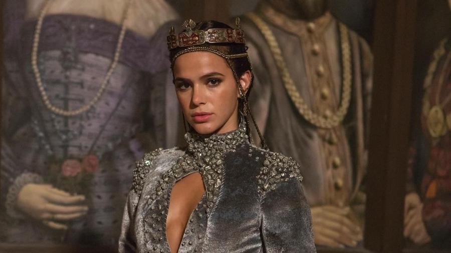 Catarina (Bruna Marquezine) vestida de rainha de Artena - Artur Meninea/Instagram