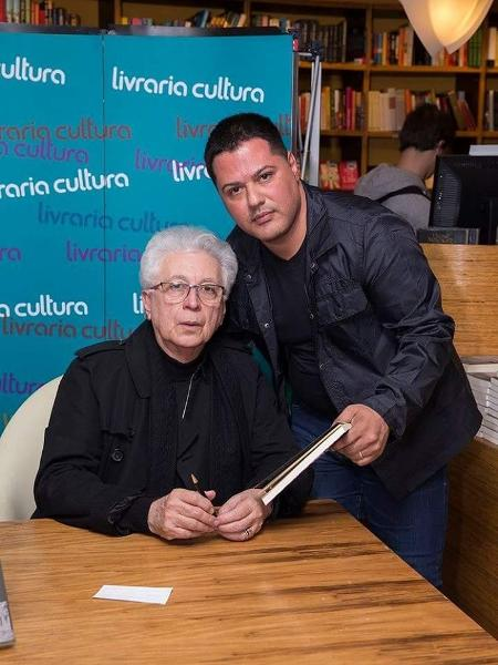 Aguinaldo Silva posa ao lado de Silvio Cerceau, escritor que processa novelista e a Globo - Arquivo Pessoal/Silvio Cerceau