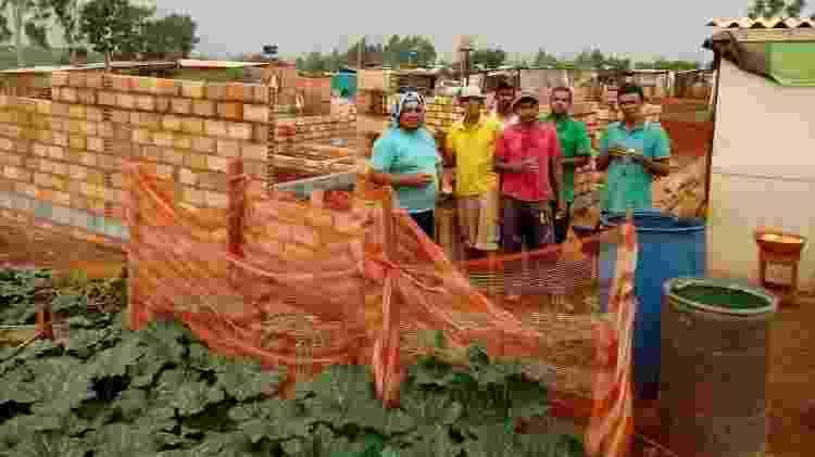 Francisca e sua equipe criaram campanha para construir casas na comunidade - Arquivo Pessoal