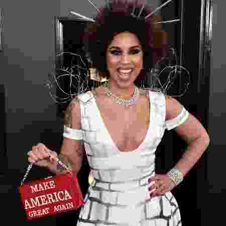 A cantora ornou look com bolsa com slogan do presidente dos EUA - Getty Images - Getty Images