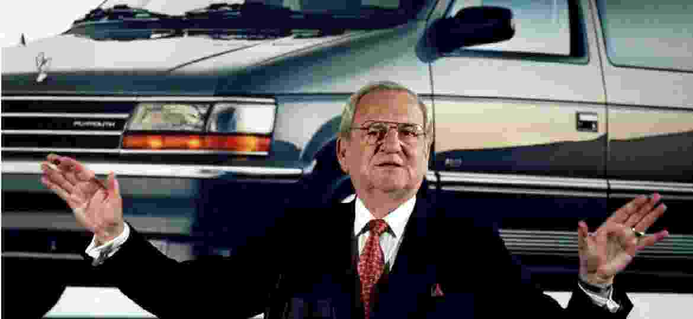 Lee A. Iacocca durante balanço de lucros da Chrysler em fevereiro de 1991 - John Hillery/Foto de arquivo/Reuters