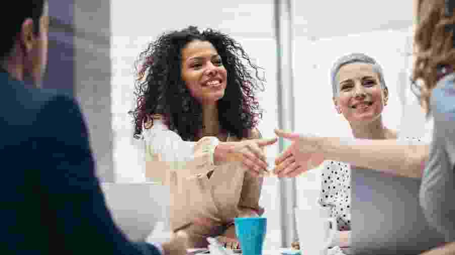 """Ser mulher no ambiente corporativo: muito mais desafios do que """"equilibrar pratinhos"""" - iStock"""