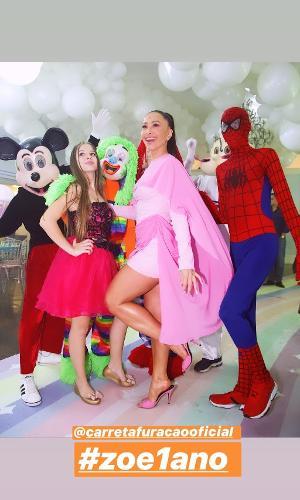 Sabrina Sato contratou a Carreta Furacão para animar o aniversário de Zoe