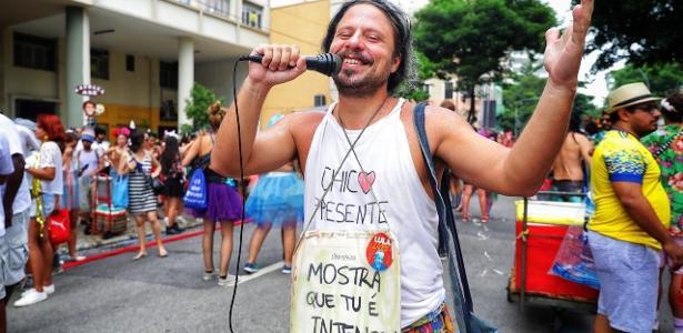 Folia carioca já começou   Cordão do Boitatá inicia desfile no Rio com a tradicional cobra de fogo