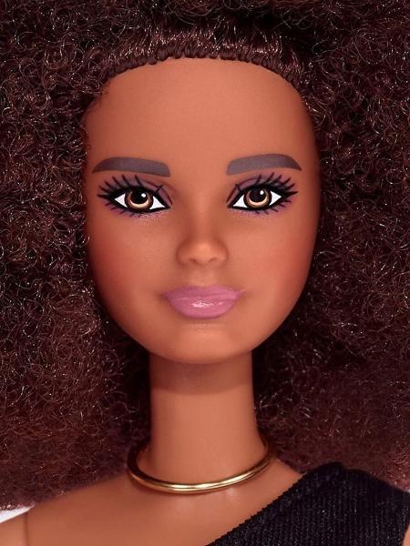 O M.A.C x Barbie tem cobertura fosca - Reprodução/Instagram
