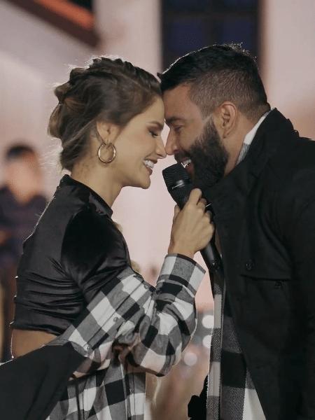 Andressa Suita e Gusttavo Lima cantam juntinhos em live - reprodução/YouTube