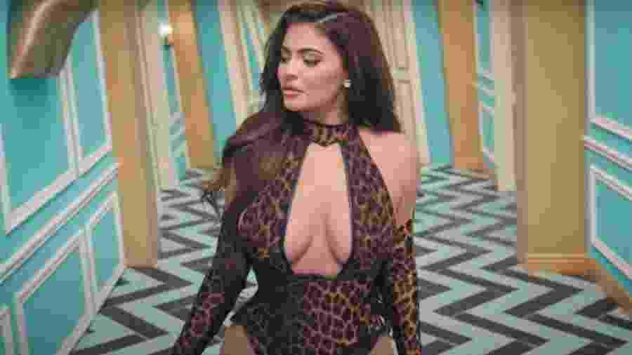 """Kylie Jenner no clipe de """"Wap"""", de Cardi B e Megan Thee Stallion - Reprodução/YouTube"""