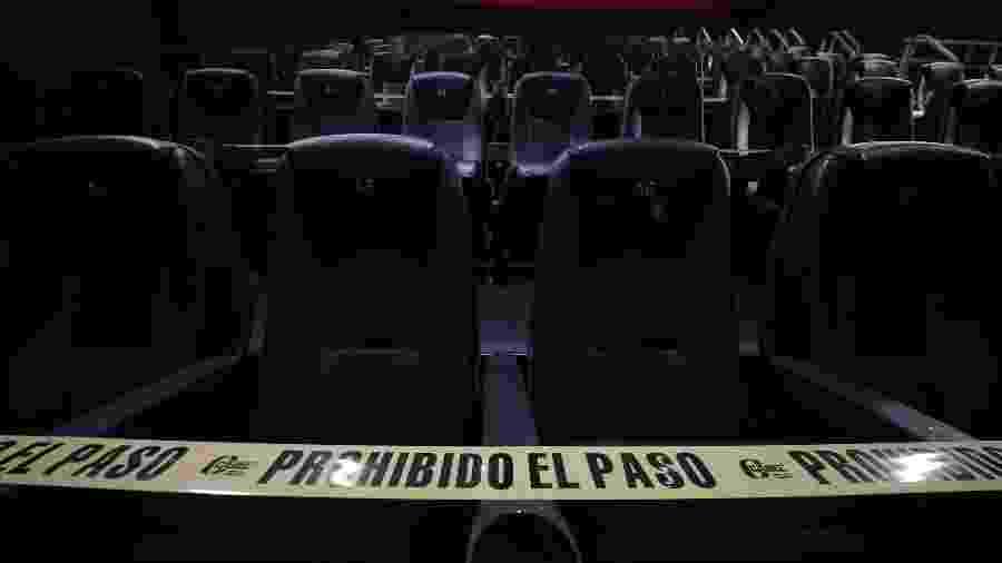 """No México, cadeiras proibidas são """"interditadas"""" nas salas de cinema - Hector Vivas/Getty Images"""