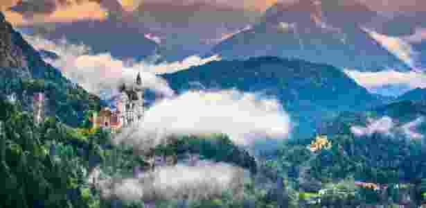 O castelo Neuschwanstein está localizado em um cenário de contos de fadas - Getty Images