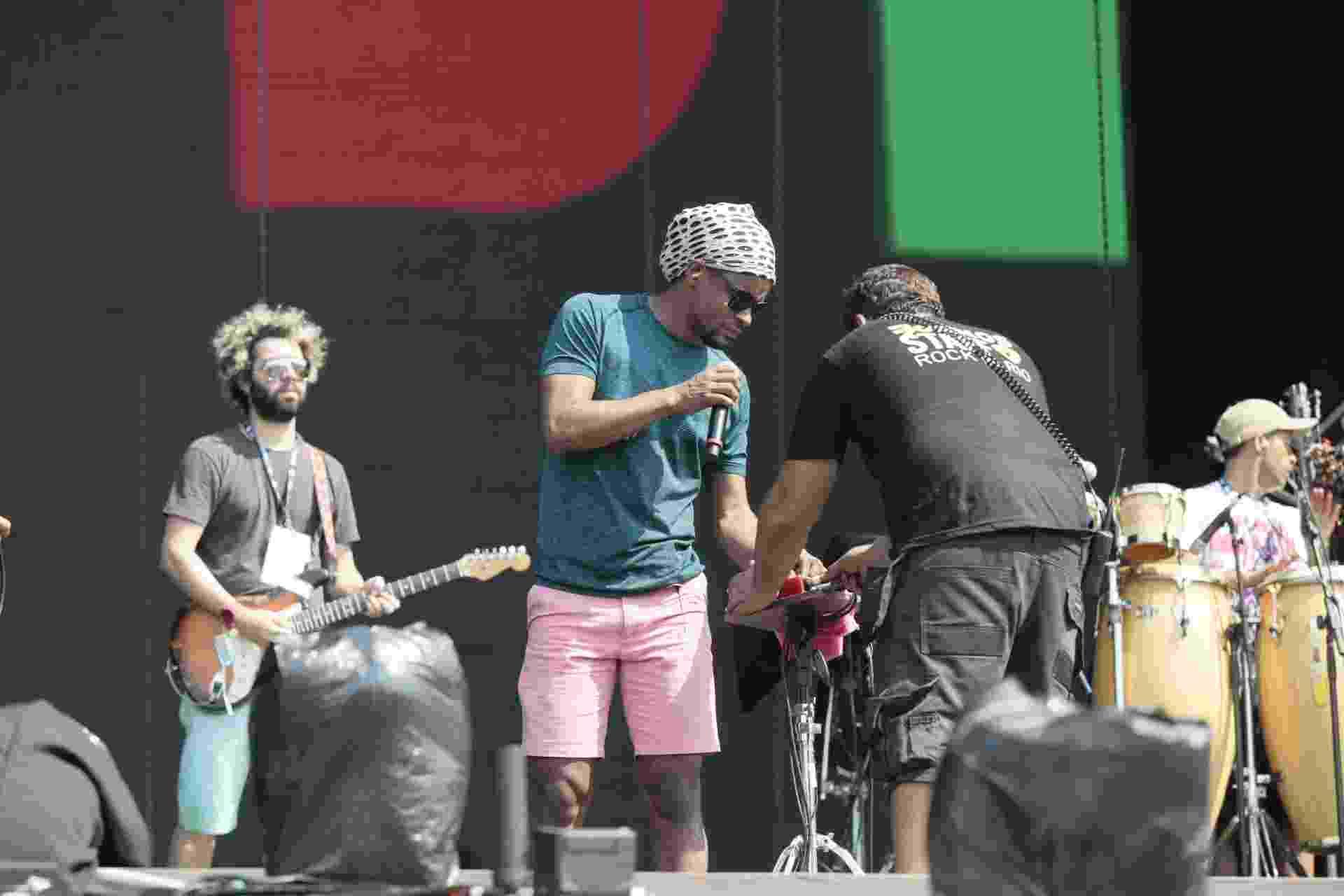 27.set.2015 - A banda Cidade Negra faz passagem de som no Palco Mundo, neste último dia de Rock in Rio - Johnson Parraguez/Foto Rio News