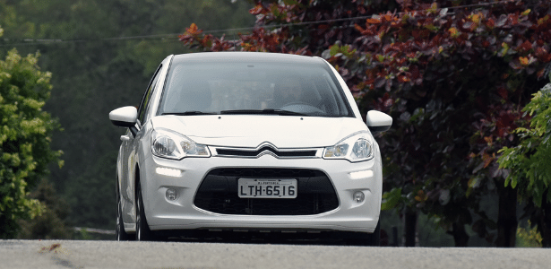 Órgão define que LED vale como farol baixo e livra motorista de carro mais atual da multa - Murilo Góes/UOL