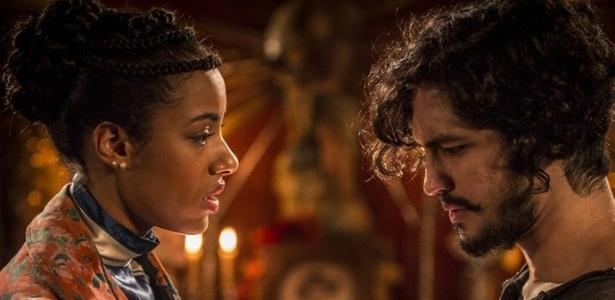 """Sophie (Yara Charry) e Miguel (Gabriel Leone) se reencontram em """"Velho Chico"""" - Reprodução/GShow"""