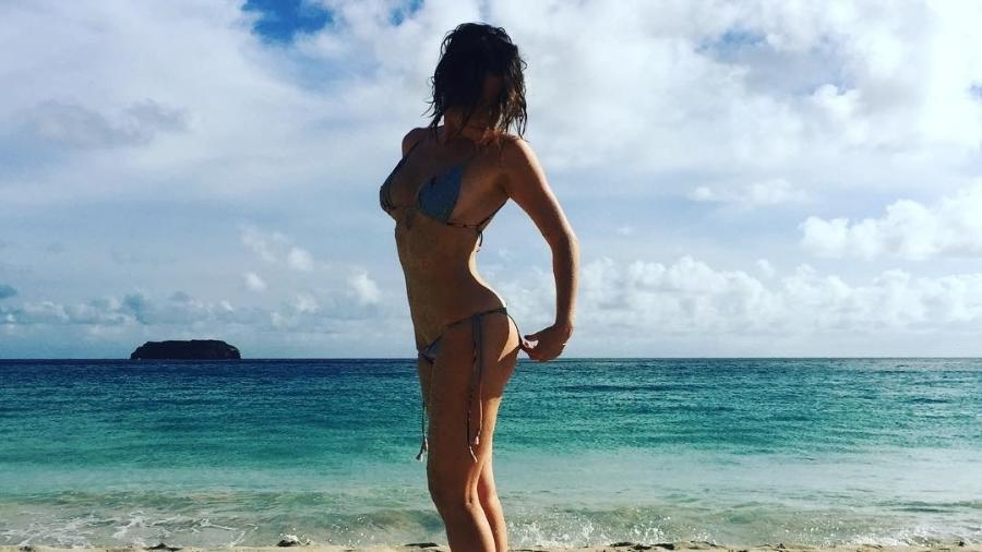 """De férias desde o fim da novela """"Haja Coração"""" em novembro de 2016, Fernanda Vasconcellos volta e meia posta fotos em sua rede social mostrando que anda aproveitando bem a boa forma física em lugares paradisíacos - Reprodução/Instagram"""
