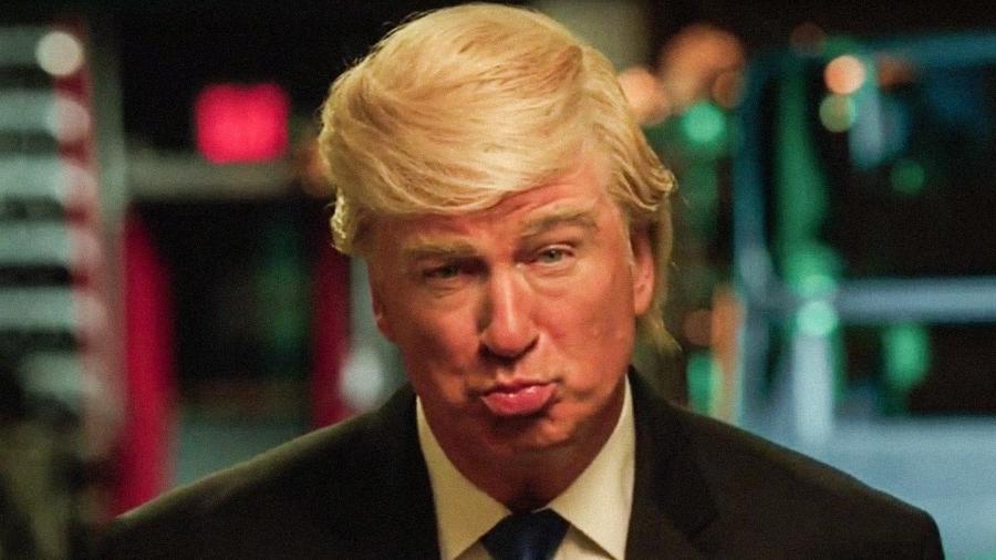 O ator Alec Baldwin imita o presidente Donald Trump - Reprodução