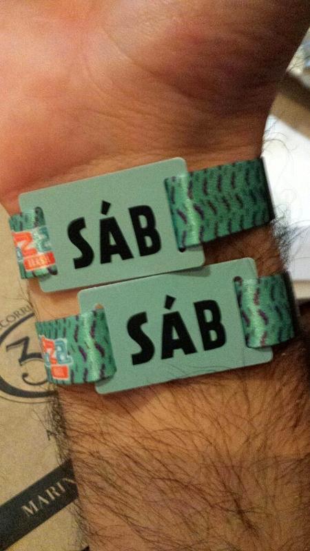 O servidor público Matheus Peggion, 34, colocou por engano as duas pulseiras do Lollapalooza no braço uma semana antes - Matheus Peggion/Arquivo pessoal