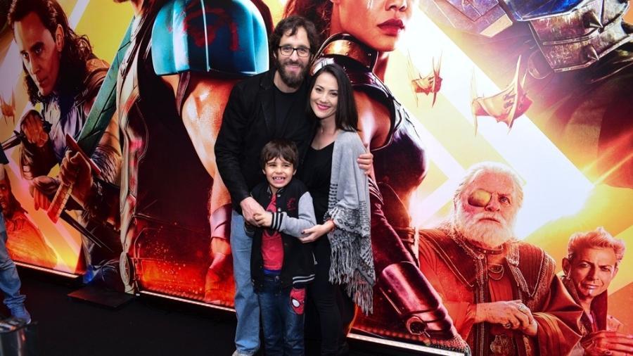 Rafinha Bastos com a nova namorada e o filho dele, Tom - Leonardo Franco/AgNews