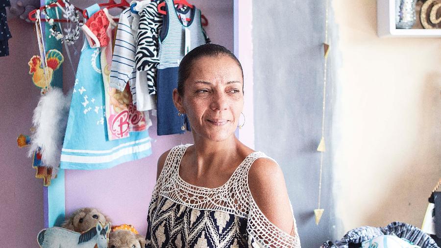 Vanessa posa no seu brechó, o Mon Petit, que fica no Capão Redondo, na zona sul de São Paulo - Carine Wallauer/UOL