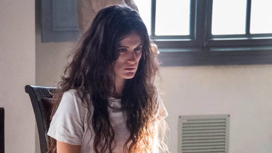 """Clara (Bianca Bin) vai conseguir fugir da clínica psiquiátrica em """"O Outro Lado do Paraíso"""" - Cesar Alves/TV Globo"""