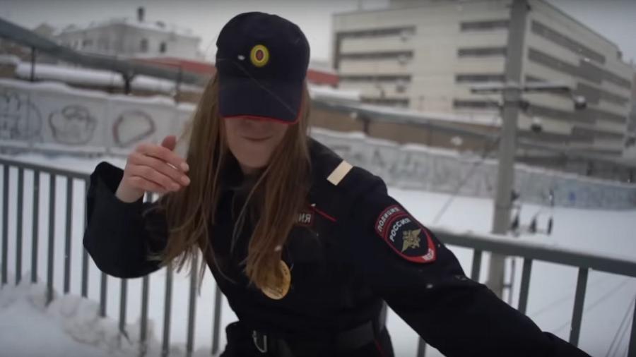 """Cena do clipe de """"Track About Good Cop"""", do grupo Pussy Riot - Reprodução"""