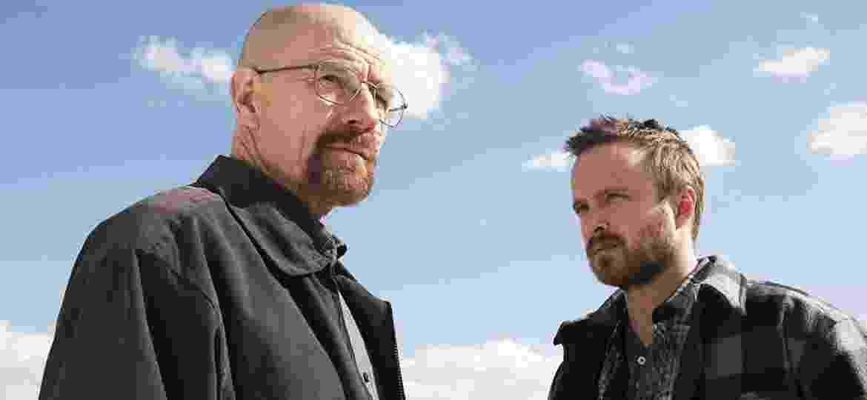 "Bryan Cranston e Aaron Paul em cena de ""Breaking Bad"" - Reprodução"