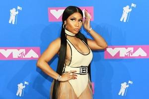 9e335d07a Nicki Minaj namora casualmente com dois homens ao mesmo tempo