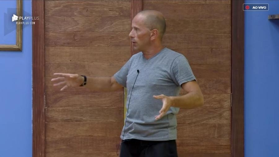 """Rafael Ilha conversa sobre o jogo em """"A Fazenda 10"""" - Reprodução/PlayPlus"""
