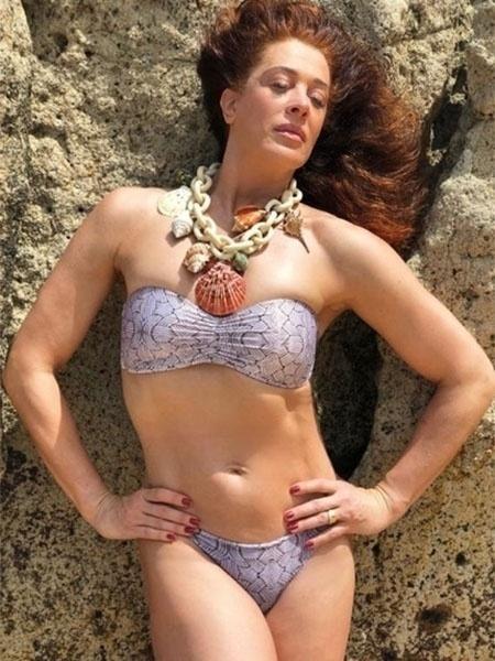 Claudia Raia, 52, está curtindo muito o verão e compartilhou com seus seguidores no Instagram uma foto em que aparece diva de biquíni em Trancoso, - Reprodução/Instagram
