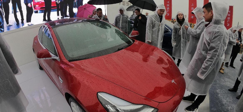 Tesla recentemente anunciou fábrica de carros elétricos em Xangai com investimento de US$ 2 bilhões (R$ 7,9 bilhões) - STR/AFP