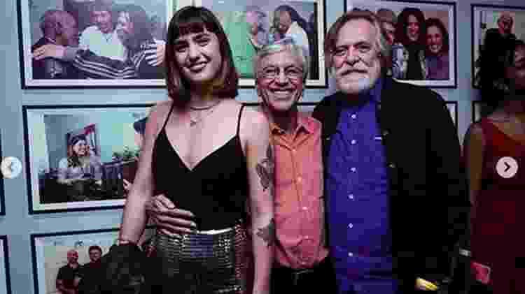 Caetano Veloso posa com Carol Junger e José de Abreu nos bastidores do seu show no Vivo Rio - Reprodução/Instagram - Reprodução/Instagram