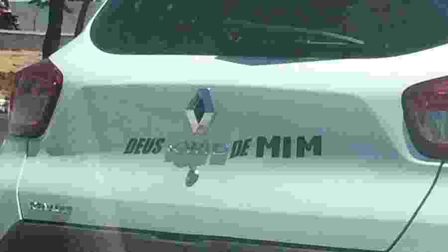 Motorista viraliza na web com adesivo em Renault Kwid - Twitter