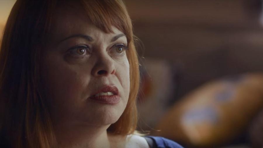 Os Detetives do Logo Azul: Deanna investigava crimes sem sair de casa, pelo Facebook - Reprodução/Netflix