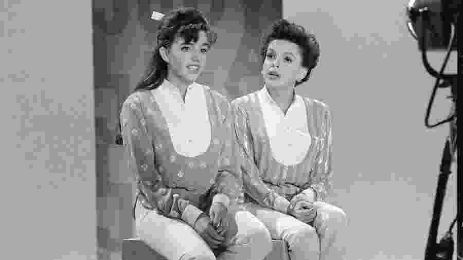 Liza Minnelli e Judy Garland ensaiam para programa de TV, em 1963 - Bettmann Archive