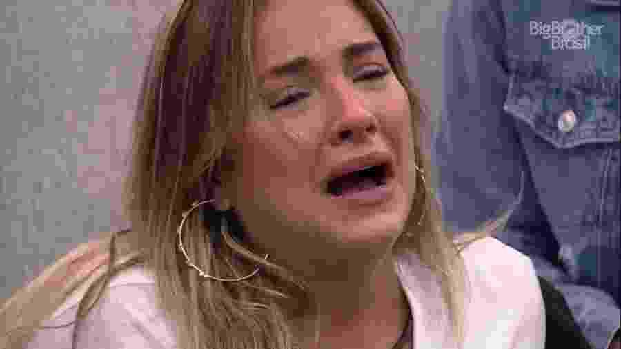 BBB 20 - Gabi chora ao ver vídeo da família durante almoço do anjo - Reprodução/Globoplay