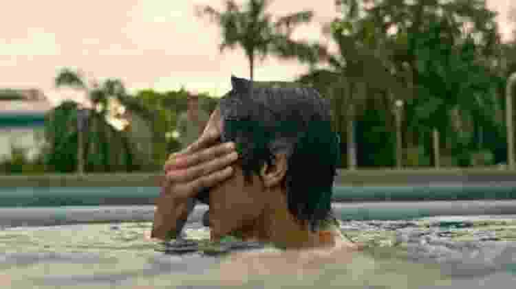 """A cena final de """"Resgate"""", que dá a entender que personagem de Hemsworth não morreu - Reprodução - Reprodução"""
