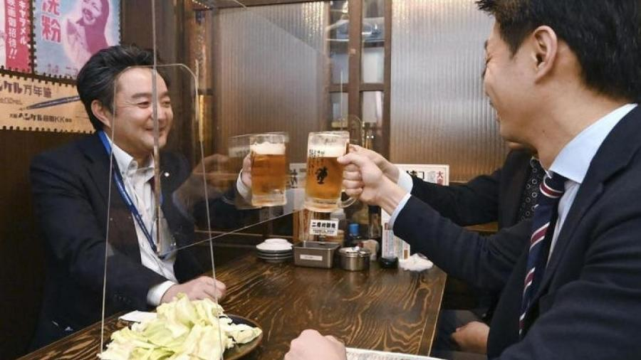 Pesquisa foi feita no Japão e identificou locais como karaokês e shows como ambientes de supercontaminação - Getty Images