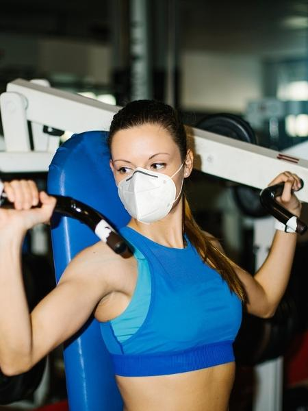 Como o exercício físico é fundamental, a solução é achar aquela máscara que melhor atenda às suas necessidades - Getty Images/iStockphoto