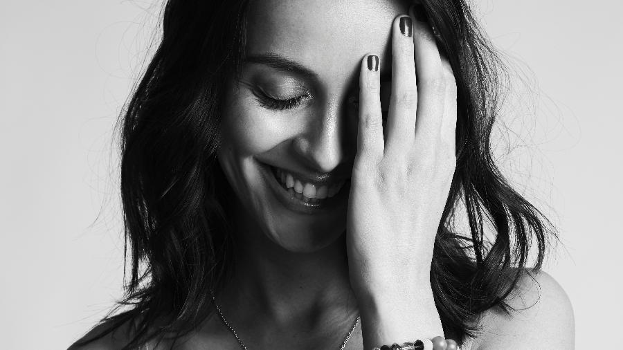 """A escritora Aline Bei, autora da obra """"O peso do pássaro morto"""" - Lorena Dini"""